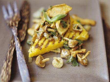 Gegrillte Maisschnitten mit Pilzen