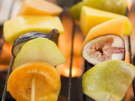 Gegrillte Obstspieße