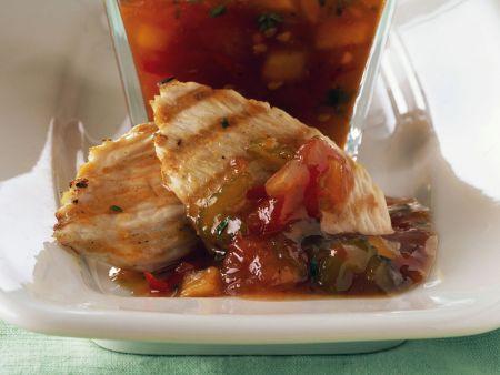 Gegrillte Putenbrust mit Relish aus Tomate und Sellerie