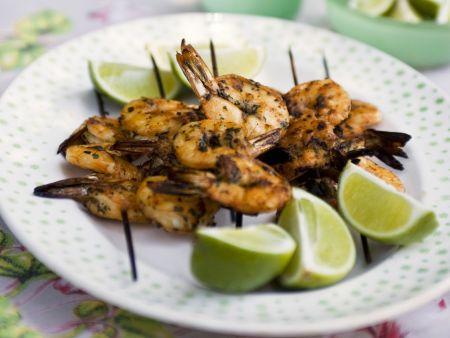 Gegrillte Shrimpsspieße mit Limetten