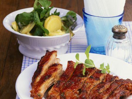 Gegrillte Spareribs mit Kartoffelsalat