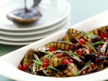 Gegrillter Auberginensalat mit Granatapfel und Minze