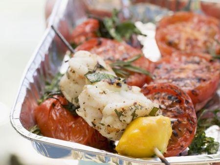 Gegrillter Fisch mit Tomaten