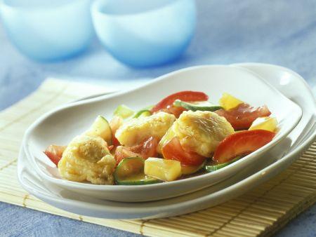 Gemüse-Ananas-Wok mit süß-saurem Fisch