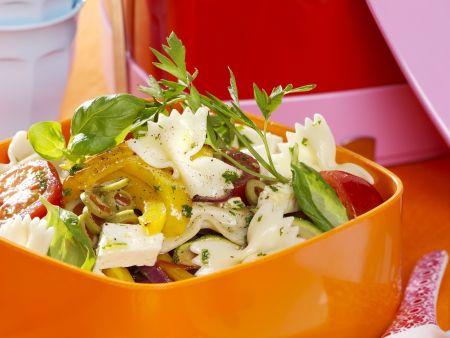 Gemüse-Nudelsalat mit Feta