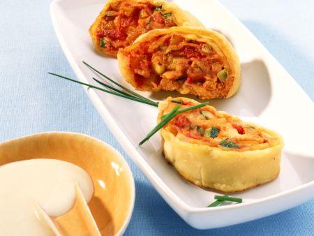 Gemüse-Strudelschnecken mit Parmesansauce