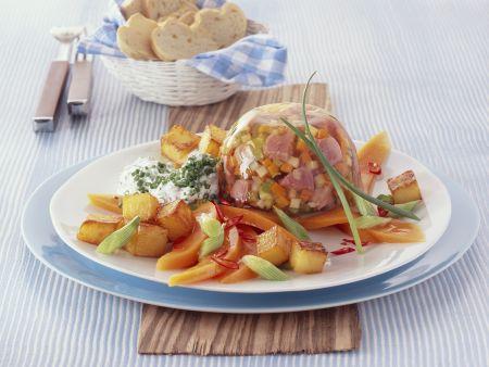 Gemüse und Fleisch in Gelee mit gebratenem Kürbis