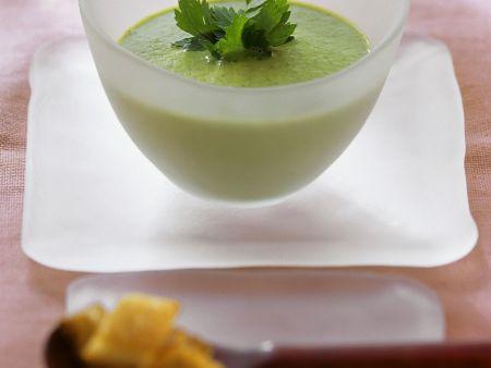 Gemüsecremesuppe mit Kräutern