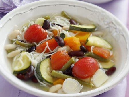 Gemüsesuppe auf provenzalische Art mit Pesto