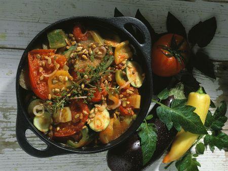 Gemüsetopf mit Sonnenblumenkernen