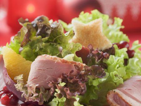 Geräucherte Ente auf Salat