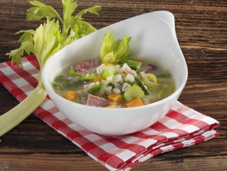 Gerstensuppe mit Rauchfleisch und Gemüse
