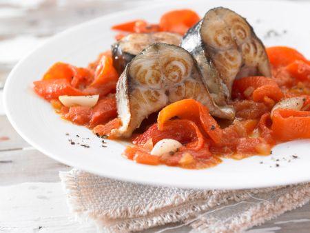 Geschmorte Makrele mit Paprika