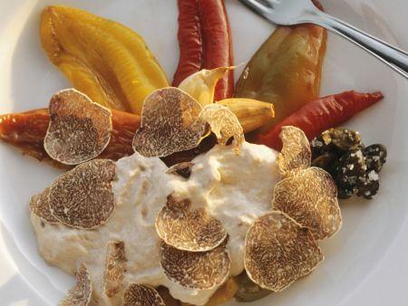 Geschmorte Paprika mit Thunfischsoße und weißen Trüffeln