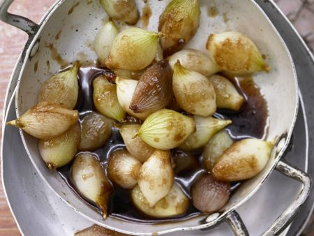 Geschmorte Zwiebeln mit Marsala und Balsamessig
