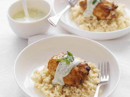 Geschmortes Hähnchen nach indischer Art mit Couscous und Joghurt-Minz-Dip