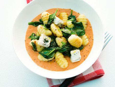Gnocchi mit Tomaten-Gongonzola-Sauce und Spinat