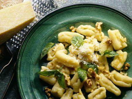 Gnocchi mit Walnuss-Butter und Basilikum