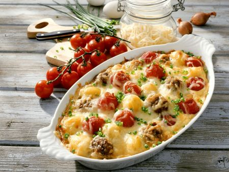 Gratin mit Tomate, Hackfleisch und Käse