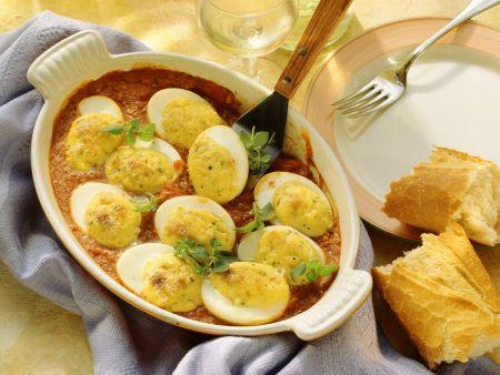 Eier mit Gorgonzola überbacken und Tomatensoße