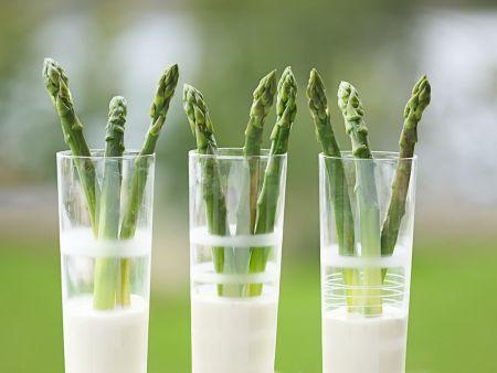 Grüner Spargel mit Estragon-Zitronen-Dip
