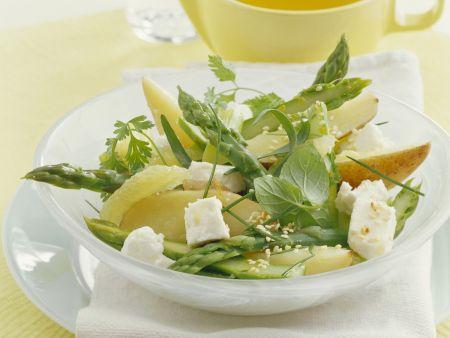 Grüner Spargelsalat mit Birnen und Schafskäse