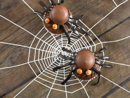 Gruselige Cupcakes mit Spinnen