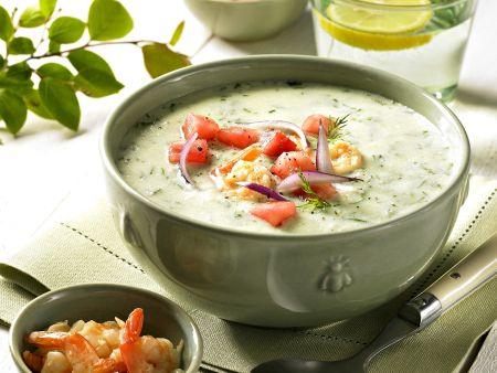 Gurken-Joghurt-Suppe mit Garnelen und Wassermelonen