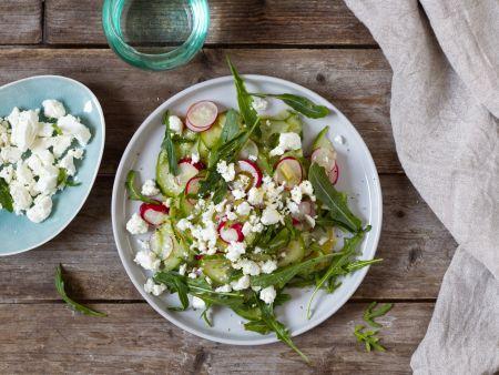 Gurken-Radieschen-Salat mit Feta