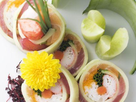 Gurkenrollen mit Lachs, Thunfisch und Shrimpfleisch