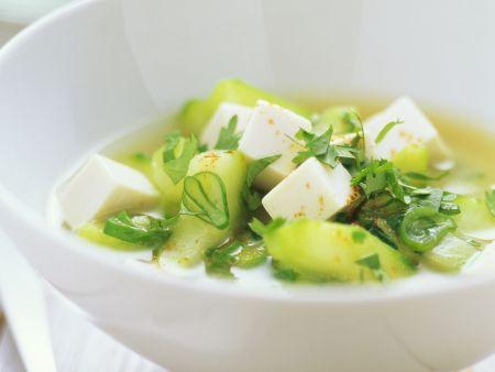 Gurkensuppe mit Tofu