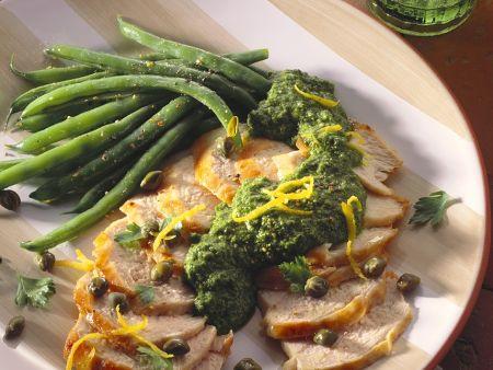 Hähnchen mit Petersiliensauce und Bohnen