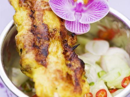 Hähnchen-Satay mit Gurkensalat