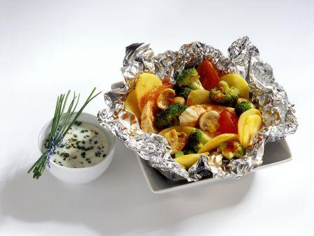 Hähnchen und Gemüse aus der Folie