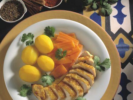 Hähnchenbrust in Marinade, dazu karamellisierte Karotten und Safrankartoffeln