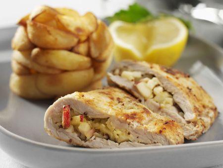 Hähnchenbrust mit Füllung und Kartoffelwedges