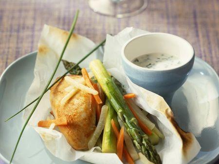 Hähnchenbrust mit Gemüse in Papier gebacken