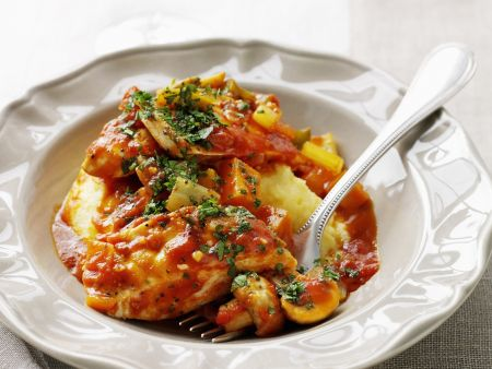 Hähnchenbrust mit Tomatensoße und Püree