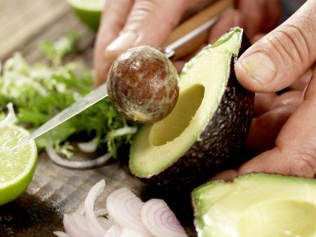 h hnchensalat mit avocado rezept eat smarter. Black Bedroom Furniture Sets. Home Design Ideas