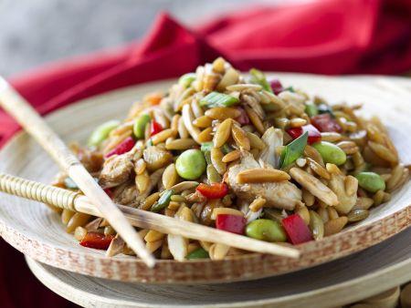 Hähnchensalat mit Orzo auf asiatische Art