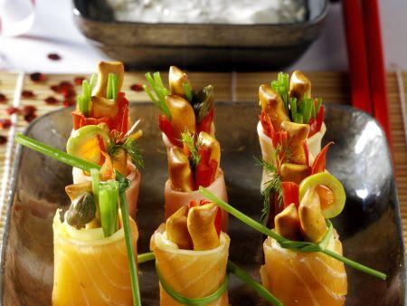Häppchen aus Lachs im Sushi-Stil mit Joghurtsoße