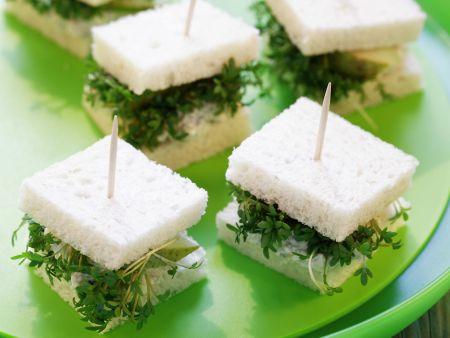 Häppchen mit Birne, Käse und Kresse