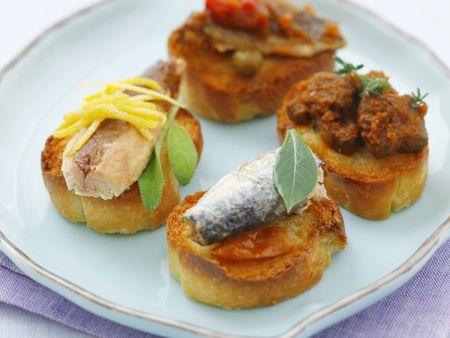 Häppchen mit Sardinen und Makrele