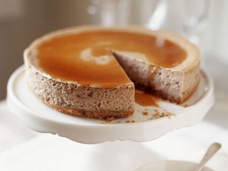 Haselnusskuchen mit Karamellsoße
