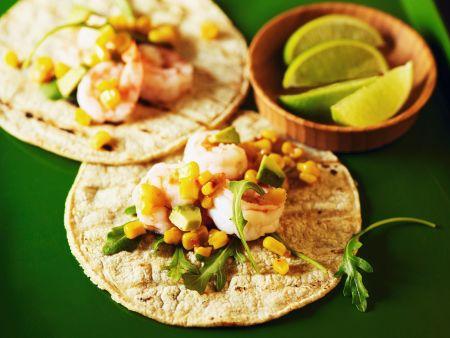 Hausgemachte Weizentortillas mit Garnelen und Avocado