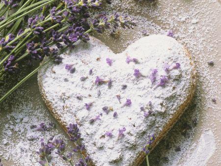 Herz-Keks mit Lavendel