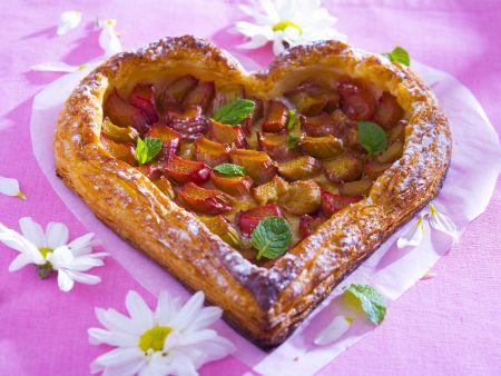 Herz-Rhabarberkuchen