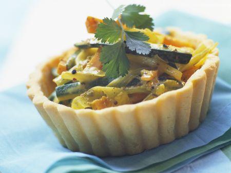 Herzhaftes Tortelett mit Zucchini, Porree und Möhren