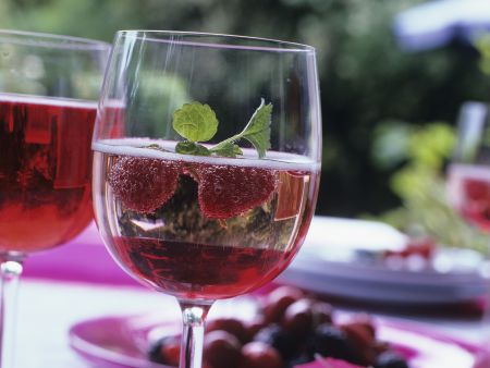 Himbeer-Prosecco mit Sirup