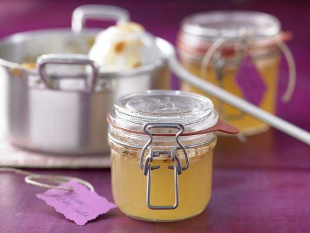 Holunderblüten-Gelee mit Mandelblättchen